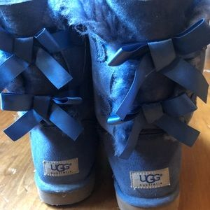 UGG bailey bows in color bluejay